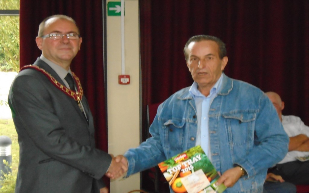 Top Tray winner Bob Large with Vice-Chair of the Town Council Cllr Martin White