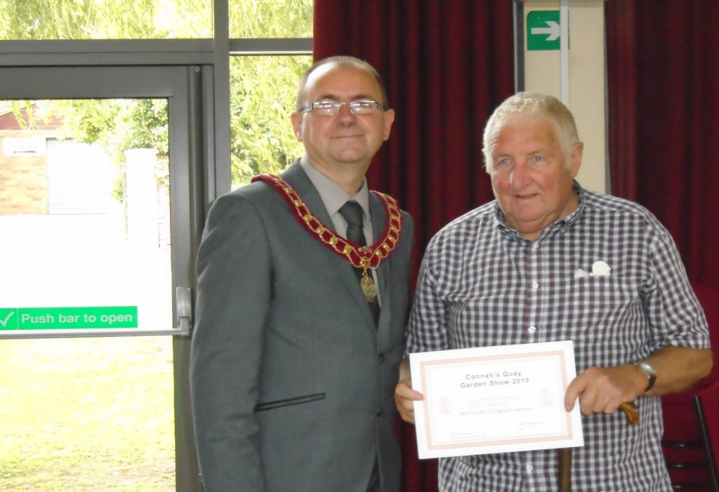 Jim Attridge receives his prizes for the best in Vegetable and overall in show from Cllr White